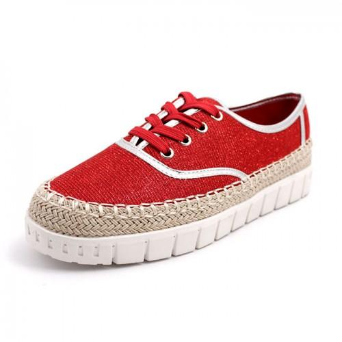 131CV Дамски обувки в тъмно червено със сребристи кантове.